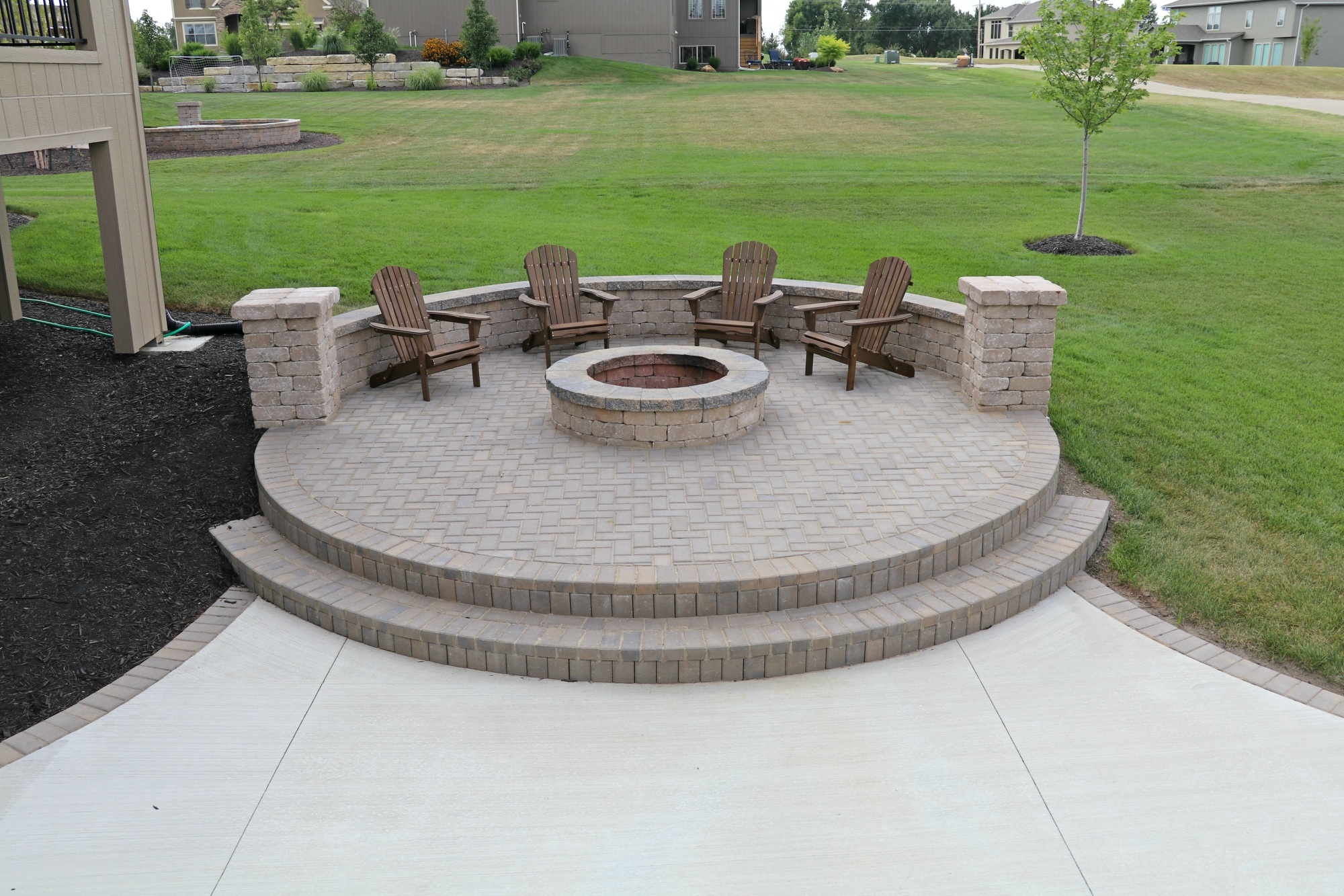how to build a patio seating wall